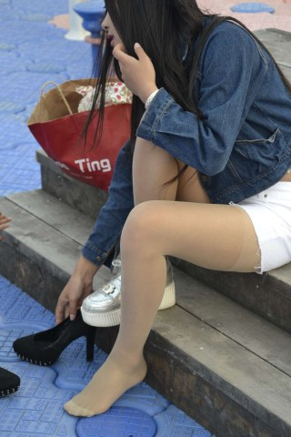 [提供原创精华及视频精华]  参赛+女人鱼+初夏六月份 丝 袜 美眉14[9P] 街拍第一站全网原创独发!