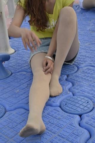 [提供原创精华及视频精华]  参赛+女人鱼+初夏六月份 丝 袜 美眉15[9P] 街拍第一站全网原创独发!