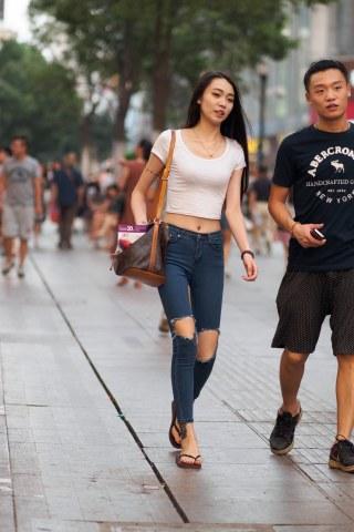 summer_y街拍  紧身牛仔长裤 美 女  9P 街拍第一站全网原创独发!