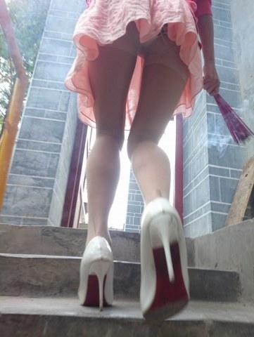 [权限要求: 半年期VIP以上]  参赛+高跟诱惑+烧香的 肉 丝 美腿白高跟7P 街拍第一站全网原创独发!