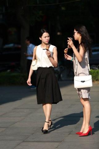 镜头中的你街拍  镜头中的你专区+第9贴+时尚闺蜜美腿船高[14P] 街拍第一站全网原创独发!