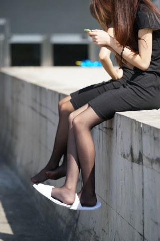 [权限要求:一年期VIP及以上]   黑 丝  美 女 晒太阳-9P 街拍第一站全网原创独发!