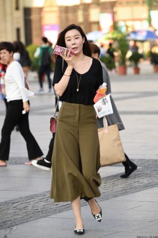 VIP②区  裤裙、圆领黑衫墨绿平底-9张 街拍第一站全网原创独发!