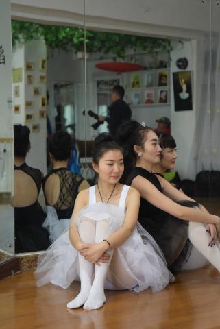 [权限要求:一年期VIP及以上]   女人鱼+6月份舞蹈拍[18P] 街拍第一站全网原创独发!