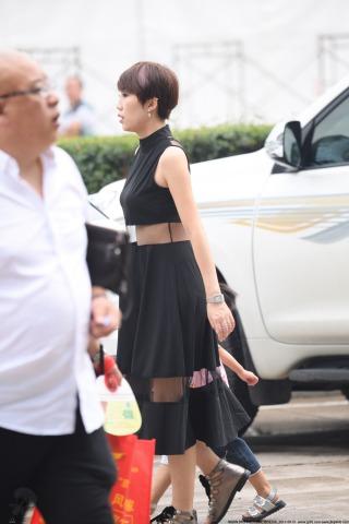VIP②区  短发黑裙-6张 街拍第一站全网原创独发!