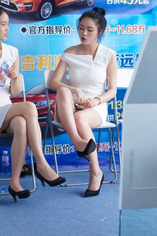 [权限要求:两年期VIP及以上]   挑鞋 翘二郎腿全过程zg【28P】 街拍第一站全网原创独发!