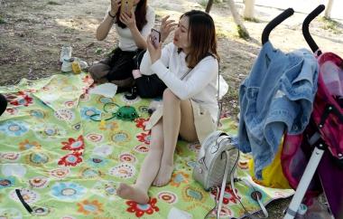 [权限要求:三年期VIP及以上]  【jim2】草地上长腿肉 丝 袜 袜   美 女 (16p) 街拍第一站全网原创独发!
