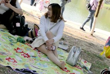 [权限要求:三年期VIP及以上]  【jim2】湖边的的  丝 袜  美 女 (19p) 街拍第一站全网原创独发!