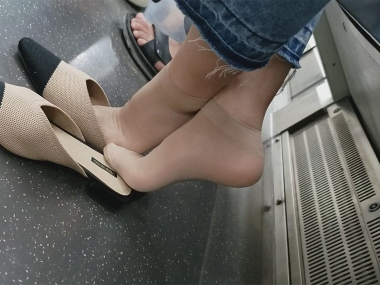 BBC视频  134 短 肉 丝 袜 找鞋子 街拍第一站全网原创独发!