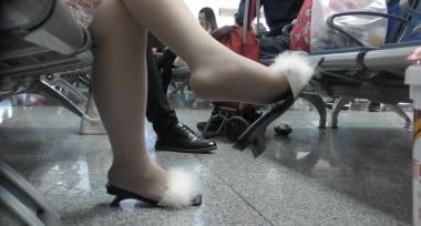 名门夜宴视频  羽毛凉拖 肉 丝 袜 袜摆的造型好别致1(158) 街拍第一站全网原创独发!