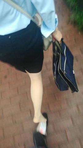 wangjunren视频  下雨天少 妇的高跟鞋掉了 街拍第一站全网原创独发!