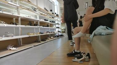 洗面奶视频  公主鞋白袜乖乖女试鞋[01:55] 街拍第一站全网原创独发!