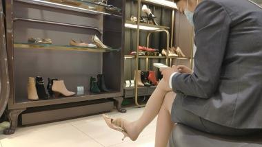 洗面奶视频  帆布鞋职业装美 女试鞋[03:21] 街拍第一站全网原创独发!