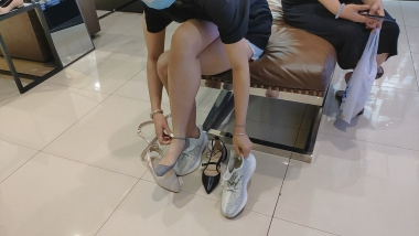 洗面奶视频  试鞋美 女的这种船袜还是第一次见很来感[02:02] 街拍第一站全网原创独发!