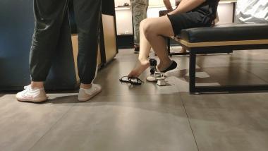 洗面奶视频  浅口船袜玉足小香风平底鞋美 女与闺蜜试鞋[05:45] 街拍第一站全网原创独发!
