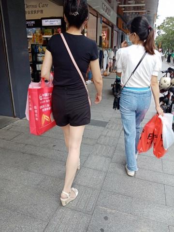 [原创申请客服QQ:1245904381]  穿着肉色超薄透明连裤丝 袜的女人 街拍第一站全网原创独发!