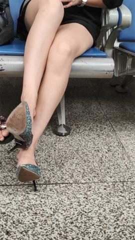 醉爱孤独视频  【醉爱作品】挑鞋 街拍第一站全网原创独发!