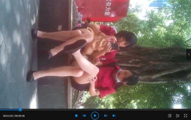 苏大熊视频  两个超薄肉 丝在阳光树荫下讨论丝腿(9分36秒) 街拍第一站全网原创独发!