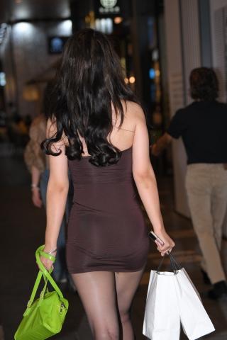 21911-7+103/丰腴的黑si美 女 - 街拍图片发布- 街拍第一站