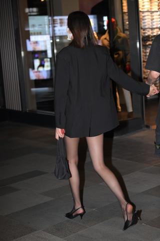 21910-15+99/能牵着她,多幸福啊~黑si美 女 - 街拍图片发布- 街拍第一站