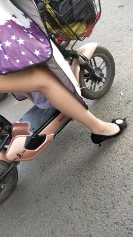 丝腿视频近距离拍摄 制 服O L丝 袜高跟 - 初见初心视频- 街拍第一站