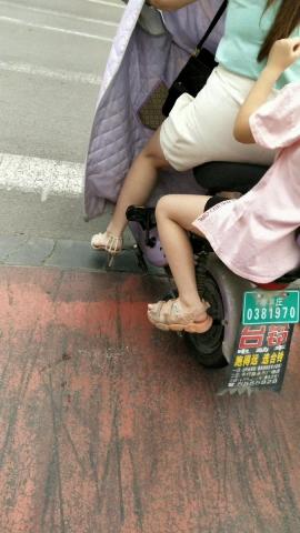 其它视频极品的高跟凉鞋**如果有丝 袜就好了 - 初见初心视频- 街拍第一站