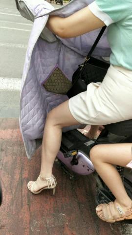 极品的高跟凉鞋**如果有丝 袜就好了 - 街拍精品月赛- 街拍第一站