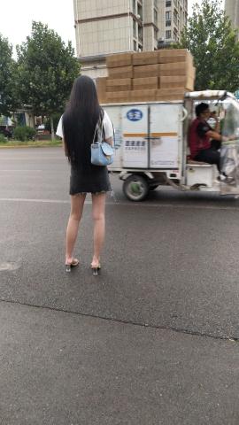很有骨感的妹妹大长腿 - 街拍精品月赛- 街拍第一站