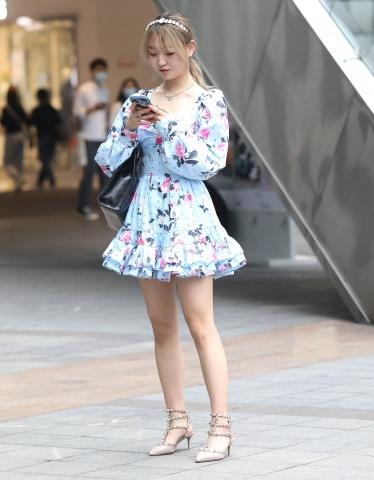 【珏一笑而过】漂亮短裙高跟妹子 - 签约原创独发- 街拍第一站