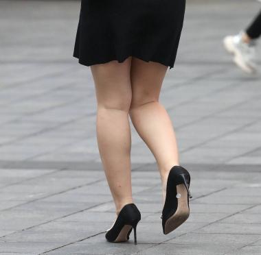 【珏一笑而过】短裙高跟** - 街拍图片发布- 街拍第一站