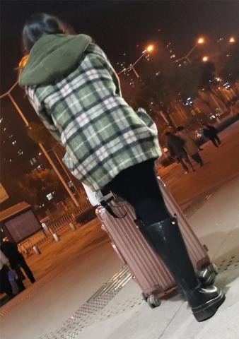 美 女大皮靴13p - 街拍精品月赛- 街拍第一站