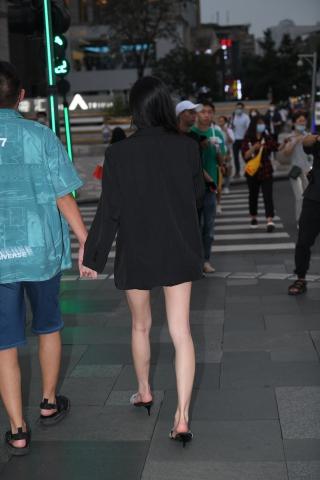 21913-10+111 /白皙**的美 女 - 街拍图片发布- 街拍第一站