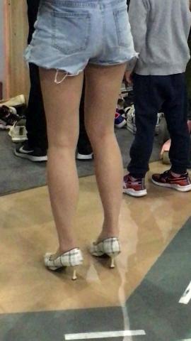街拍美腿视频小胡发布-- 丝 袜长腿高跟 336 - 小胡视频- 街拍第一站