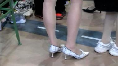 街拍美腿视频小胡发布-- 丝 袜长腿高跟 339 - 小胡视频- 街拍第一站