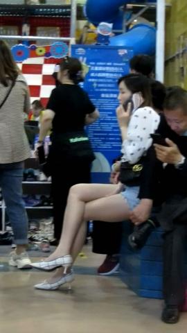 街拍美腿视频小胡发布-- 丝 袜长腿高跟 340 - 小胡视频- 街拍第一站