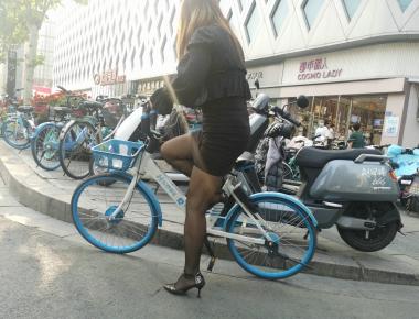 jiejie136--共享单车之黑 丝高跟【12P】 - 街拍精品月赛- 街拍第一站
