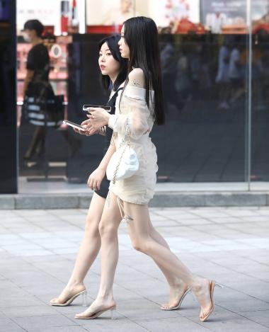 【珏一笑而过】漂亮短裙高跟妹子 - 街拍图片发布- 街拍第一站