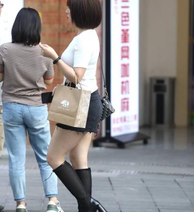 【珏一笑而过】诱惑短发** - 街拍图片发布- 街拍第一站