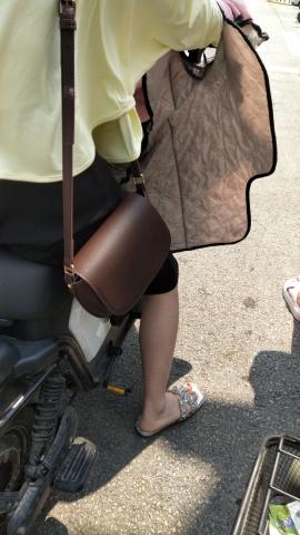街拍精品月赛  少 妇 的白嫩的小脚 街拍第一站全网原创独发!