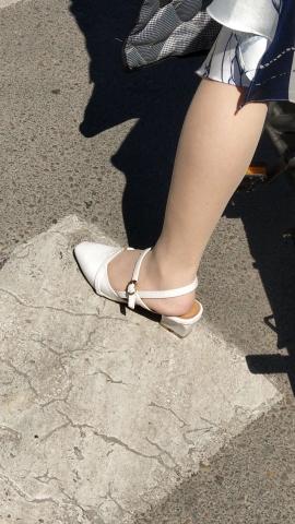 街拍精品月赛  阳光下少 妇 的丝 袜 闪闪发光 街拍第一站全网原创独发!