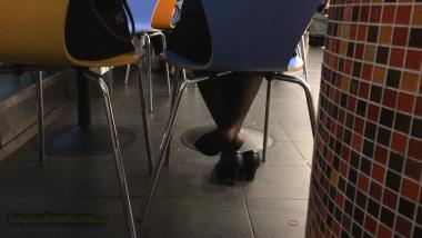 HSP视频  【HSP's video1080P】机场**黑 丝桌下玩鞋[02:00] 街拍第一站全网原创独发!