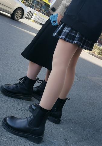 街拍精品月赛  短靴眼镜美 女13p 街拍第一站全网原创独发!