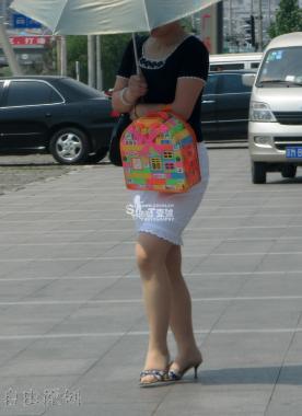 豹 纹 美 女  【 肉 丝 】【豹纹跟】【茶丝】【白腿黑跟】 [24P] 街拍第一站全网原创独发!