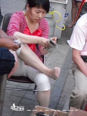 修 鞋 擦 鞋  修鞋的 少 妇 [10P] 街拍第一站全网原创独发!