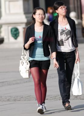 彩 丝 美 女  839-红印章挂缀、一支笔白包、深红丝板鞋-9P 街拍第一站全网原创独发!