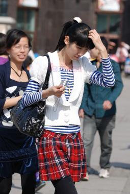 皮 裤 长 靴  1030-海军衫、白针织外套、苏格兰裙,原厚黑打底裤,棕色长靴-6P 街拍第一站全网原创独发!