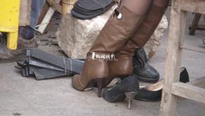 修鞋擦鞋  cctvb出品 修鞋摊美女在修鞋 街拍第一站全网原创独发!