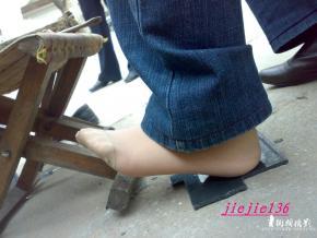 修鞋擦鞋  jiejie136---修鞋丝脚 二[13P] 街拍第一站全网原创独发!