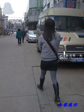 街拍棉袜  【如影随形】灰色棉袜黑靴MM(13P) 街拍第一站全网原创独发!