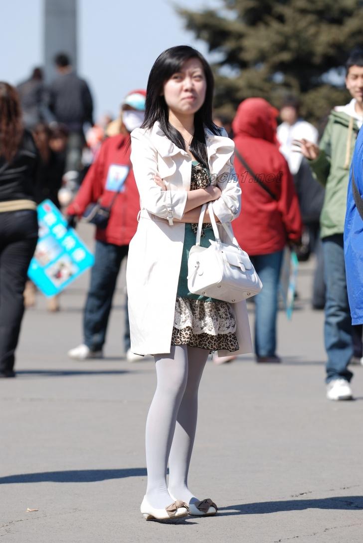 豹 纹 美 女  白丝白衣豹纹裙-中-13P 街拍第一站全网原创独发!
